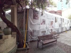 Fotos da edificação na praça