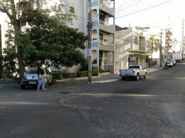 Desconexão entre calçada da ponte e da rua