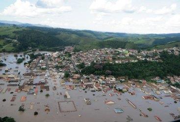 Cidade abaixo d'água, a água cobriu quase todo o Mercado Público, no canto inferior da imagem.