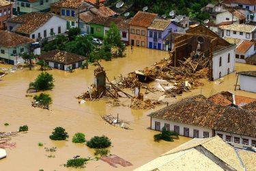 Igreja destruída pela água.