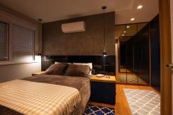 Dormitório com iluminação direcionada