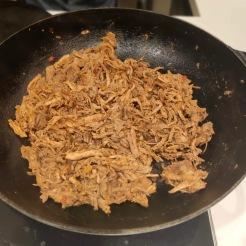 Porco refogado com cebola, pimentão e alho