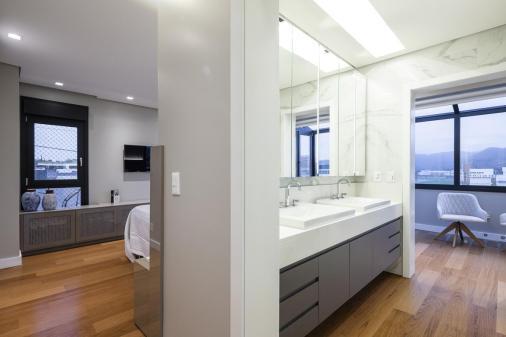 Residência GJAB - Cubas integradas a linguagem visual do quarto e não do banheiro