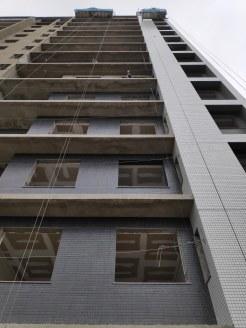 Residencial Vinicius de Moraes - Pastilha sendo colocada